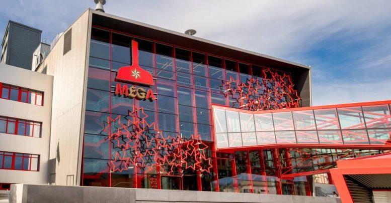 Imagen que contiene edificio, cielo, exterior, rojo  Descripción generada automáticamente