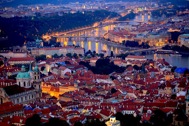 prague-night-689897_640
